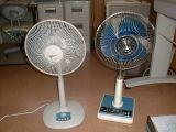 新旧扇風機(左が買ってきたもの)